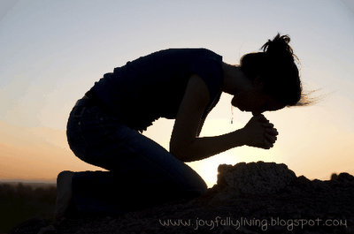Woman-on-knees-in-prayer